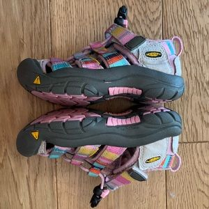 Girls KEEN sandals for hiking or water! EUC US8